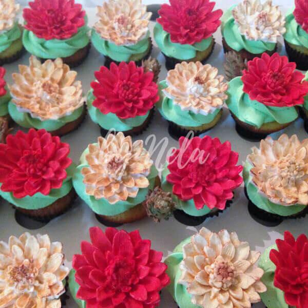 Cupcakes decoradas en fucsia y blanco