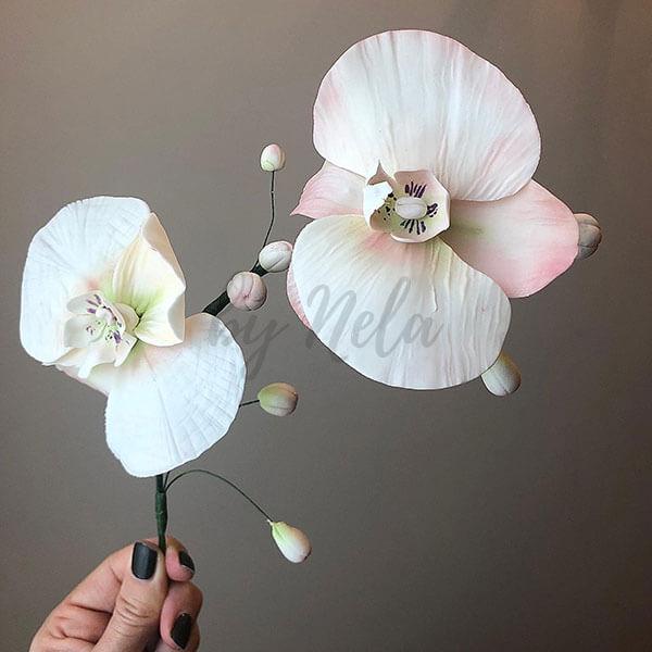 Detalles florales de pasta de azúcar